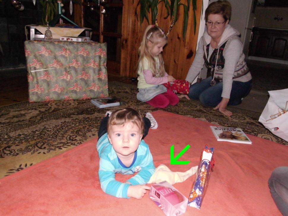 První Vánoce a my s Muchlinkou rozbalujeme dárky.
